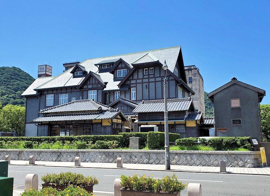 北九州市門司港にある、門司港駅前の広場から港の方に歩いたレトロな建物群でアインシュタインが宿泊した事もある
