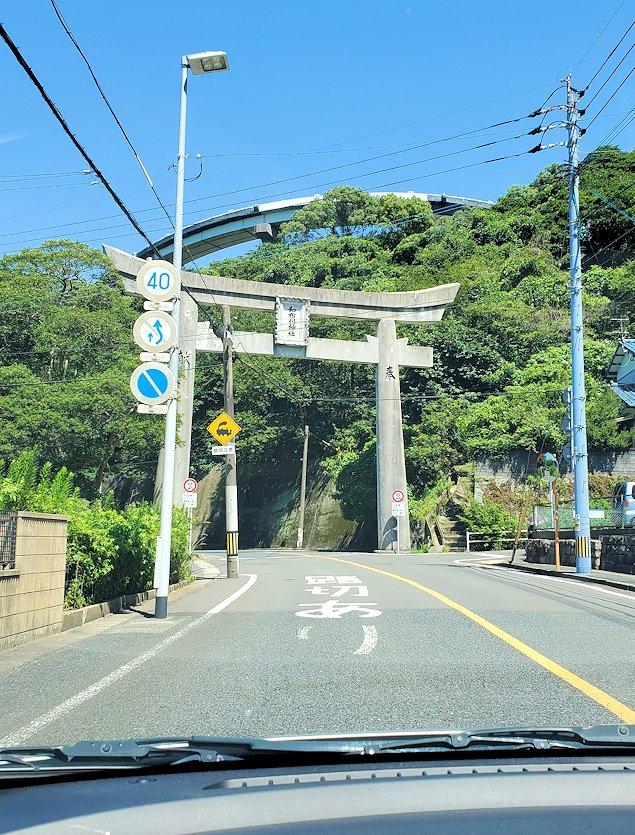 北九州市門司港から更に北に向かい、和布刈神社の鳥居をくぐる
