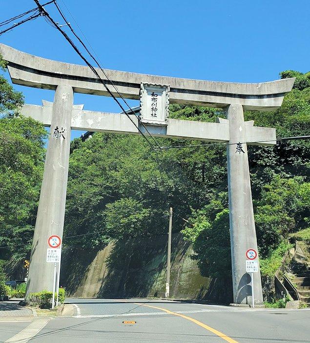 北九州市門司港から更に北に向かい、和布刈神社の鳥居をくぐる-2