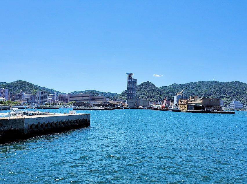北九州市門司港から更に北に向かい、和布刈神社の鳥居をくぐって先に進んだ駐車場からの景色