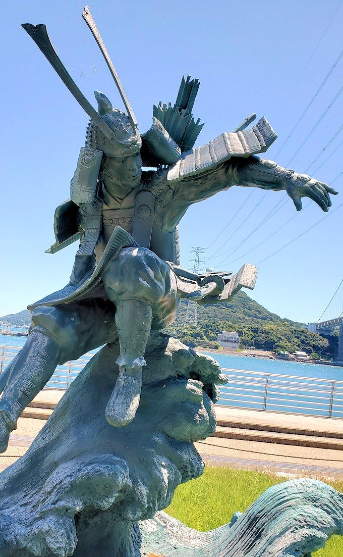 関門海峡を下から渡る関門トンネルの人道用入口の、福岡県から山口県へと向かう道を進んだ下関側に到着し、地上に出るとそこは壇ノ浦の戦いがあった場所が目の前にある-3
